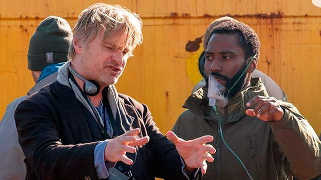Christopher Nolan con John David Washington en Tenet