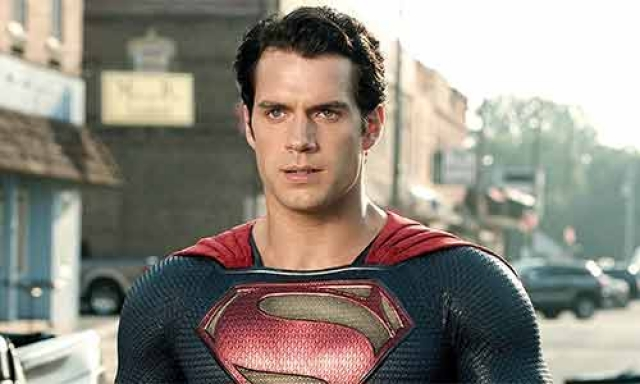 Jason Momoa confirma que Henry Cavill sigue siendo Superman.
