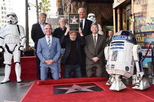 Mark Hamill recibe su estrella en el Paseo de la Fama de Hollywood.
